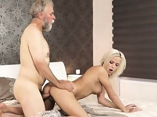 blonde doggystyle hd
